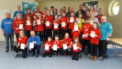 Foto zur Meldung: Sportabzeichen an engagierte Clubmitglieder verliehen