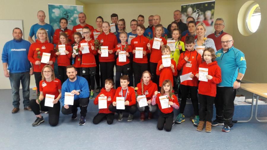 Vorschaubild der Meldung: Sportabzeichen an engagierte Clubmitglieder verliehen