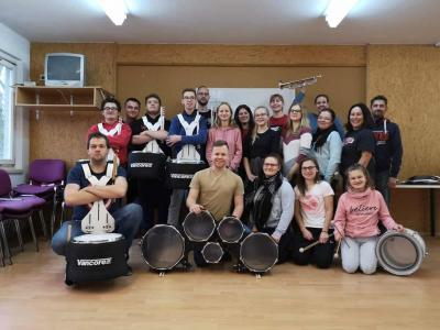 Foto zur Meldung: Zutritt nur mit Gehörschutz - Schlagwerkworkshop in Petzow
