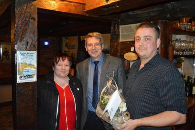Benjamin Freier (r.) mit Bürgermeister Dr. Oliver Hermann und Kerstin Pelen vom Wittenberger Interessenring I Foto: Martin Ferch