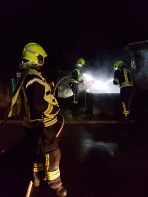 Vorschaubild zur Meldung: FEU K 00 – Papiercontainer brennt