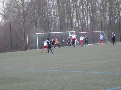 Hier erzielten die Gäste das 3:1. Nach Kopfball von Dennis Scheller (9) markierte Mathias Dolika (18) im Nachsetzen den einzigen Wariner Treffer.