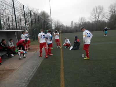 Noch auf dem Platz gab es zuletzt in der Halbzeitpause beim Spiel in Wismar, durch FC Seenland Coach Michael Ziepke klare weitere taktische Vorgaben.