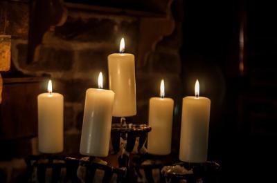 Kerzenleuchter - Bild von Walter Bichler auf Pixabay