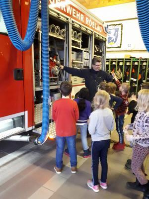 Foto zur Meldung: 3. Klasse besucht die Feuerwehr