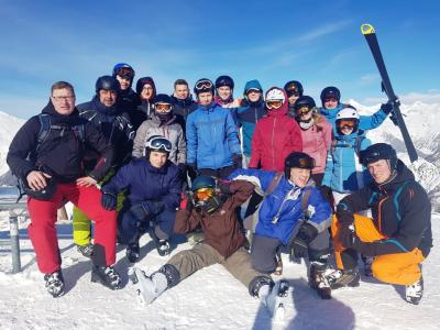 Vorschaubild zur Meldung: Perfekt betreuter Ski-Kurs bringt den Sport-Leistungskurs voran