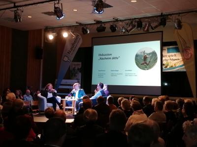 """Diskutierten zum Thema """"Nauheim aktiv"""" (v.l.n.r.): Anne Dammel, Moderator Udo Döring, Jens Bolbach, Markus Weigel © Gemeinde Nauheim"""