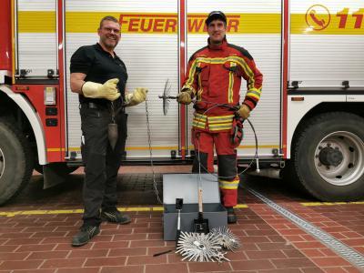 Vorschaubild zur Meldung: BBG - Schornsteinfegermeister Kai Alack informiert die Freiwillige Feuerwehr Bückeburg-Stadt