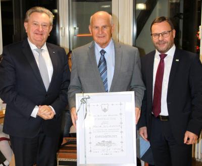 Vorschaubild zur Meldung: Verleihung der Ehrenbürgerwürde  an Frank Kubitschek
