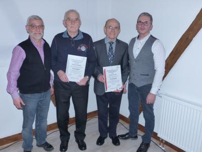 Die Jubilare Heinrich Altmüller und Heinrich Fischer mit den beiden Vorstandsvorsitzenden Harald Hohmann und Matthias Vollmer