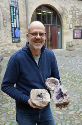 Vorsitzender des Freundeskreises, Ralf Schmidt, mit Schneekopfkugeln