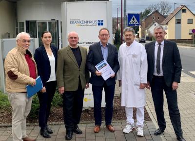 v. r. n. l. Guido Wernert (KHDS-Geschäftsführer), Dr. Reinhold Ostwald (Ärztlicher Direktor KHDS), Erwin Rüddel (MdB, Vorsitzender Ausschuss für Gesundheit im Bundestag), Rolf-Peter Leonhardt (Vorsitzender des KHDS-Verwaltungsrates), Anett Sandkuhl (KHDS-Verwaltungsdirektorin) und Prof. Dr. Rüdiger Sterzenbach diskutieren die Krankenhauslandschaft der Zukunft