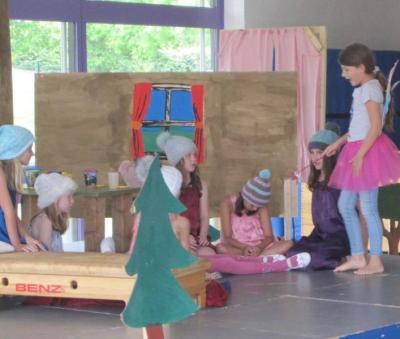 Vorschaubild zur Meldung: Aufführung unserer Theater AG