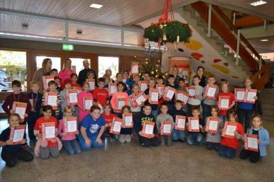 Vorschaubild zur Meldung: Schülerinnen und Schüler der Ludwig-Uhland-Schule beim Sparkassen-Crosslauf in Huchenfeld erfolgreich