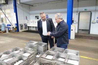 Vorschaubild zur Meldung: Firmenbesuch des Bürgermeisters Holger Obst bei der Firma Maier GmbH & Co. KG Präzisionstechnik