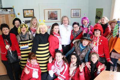 Foto zur Meldung: Karnevals-Mädels des CCC erobern das Rathaus
