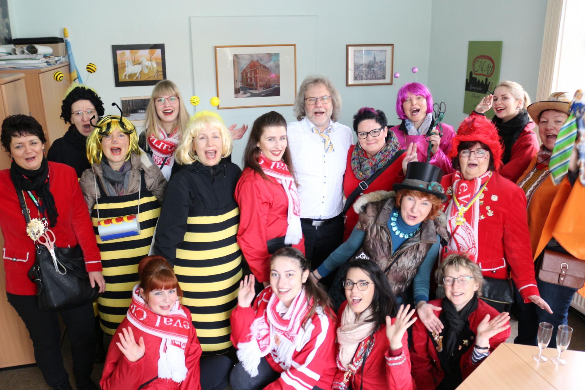 Bild der Meldung: Karnevals-Mädels des CCC erobern das Rathaus