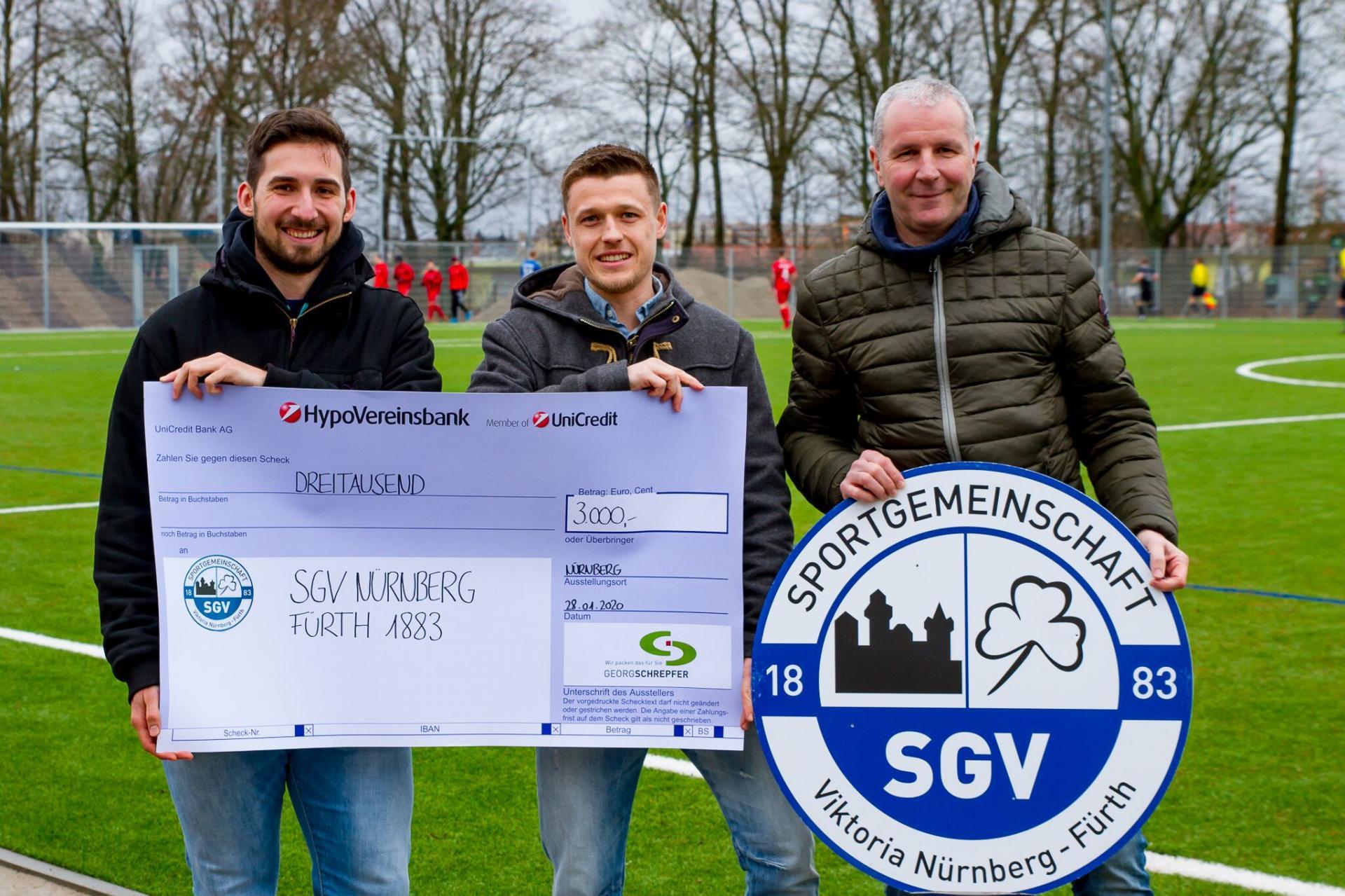 Vorschaubild der Meldung: Firma Georg Schrepfer übergibt großzügige Spende