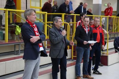 Bürgermeister Dr. Oliver Hermann (2.v.l), Arndt Leeke, Präsident des FSV Veritas Wittenberge/Breese (l), Vizepräsident Marcel Elverich (2.v.r) und Vorsitzender Armin Gutsche (r) eröffneten das Fußballturnier I Foto: Martin Ferch
