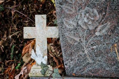 Foto zur Meldung: Grabmale werden im April auf Standfestigkeit geprüft