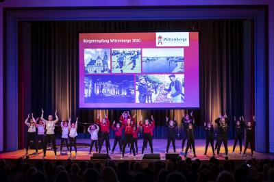 """Die Tänzerinnen von """"Elementrix"""" eröffneten den Abend I Foto: Jens Wegner"""