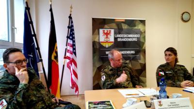 Foto zur Meldung: US- und NATO-Konvois werden in Lehnin betankt