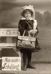 """Bild der Meldung: Ausstellungseröffnung: """"Von ABC-Schützen und Zuckertüten. Rund um den 1.- Schultag"""""""
