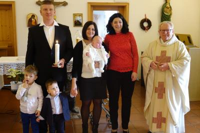 Foto zur Meldung: Durch die Taufe in die Gemeinschaft aufgenommen