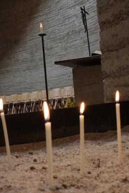 Kerzen in der Kapelle
