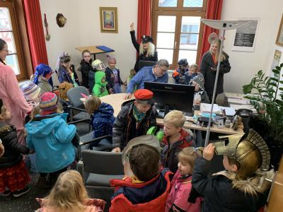 Vorschaubild zur Meldung: Rathausstürmung durch den Kindergarten Regenbogen