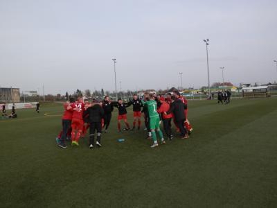 Jubeltänze nach dem Spiel, wie hier beim Sieg in Güstrow, - sah man zuletzt ganz selten im Wariner Fußball.