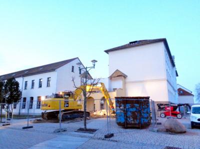 Abbruch des Übergangs vom alten Schulgebäude zum Hauptgebäude