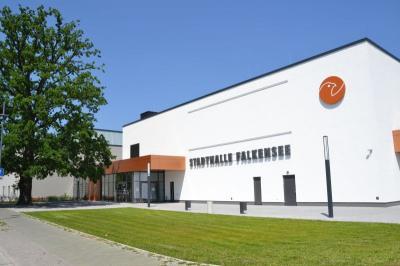 Das Bild zeigt die Falkenseer Stadthalle.