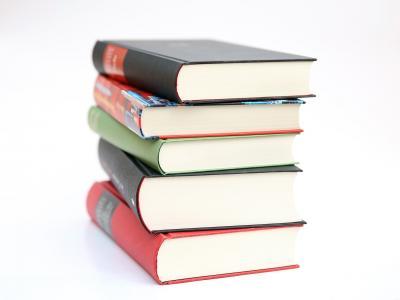 Die Büchereien sind weiterhin geschlossen. Die Onleihe kann natürlich genutzt werden. Medien können auch telefonisch verlängert werden. Foto: Pixabay
