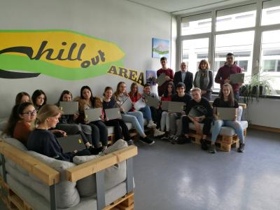 Vorschaubild zur Meldung: Deutsche Bundesbank unterstützt digitales Lernen an der Puricelli Realschule plus Rheinböllen