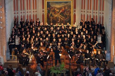 """Foto: Günter Behnke   (In der Demminer St. Bartholomaeikirche während der Aufführung von Mozarts """"Requiem"""" am 05. Mai 2018.)"""