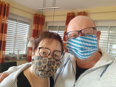 Bild Schutzmasken von Bürgermeister Harald Mundl und Ehefrau Susanne
