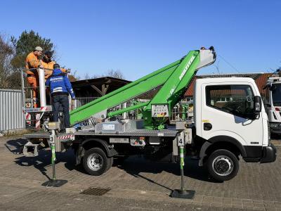 Foto zur Meldung: Stadt Pritzwalk schafft neues Fahrzeug mit Hebebühne an