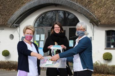 Foto zur Meldung: 300 Mundschutze für die Sozialstation