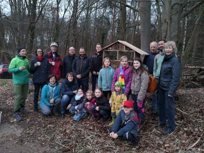 Foto zur Meldung: Baumfreunde sammelten Müll und bauten Insektenhotel
