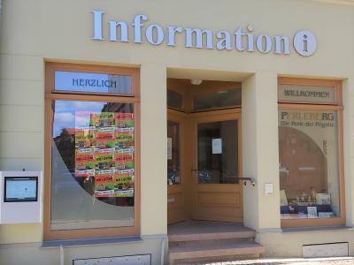 Foto zur Meldung: Plakate weisen auf Lieferplattform www.pr-liefert.de hin
