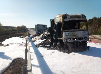 Foto zu Meldung: LKW brennen auf der A2 bei Netzen