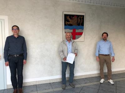 Ortsbürgermeister Winfried Erbes, Seniorenbeauftragter Fritz Schwarz und Bürgermeister Peter Unkel