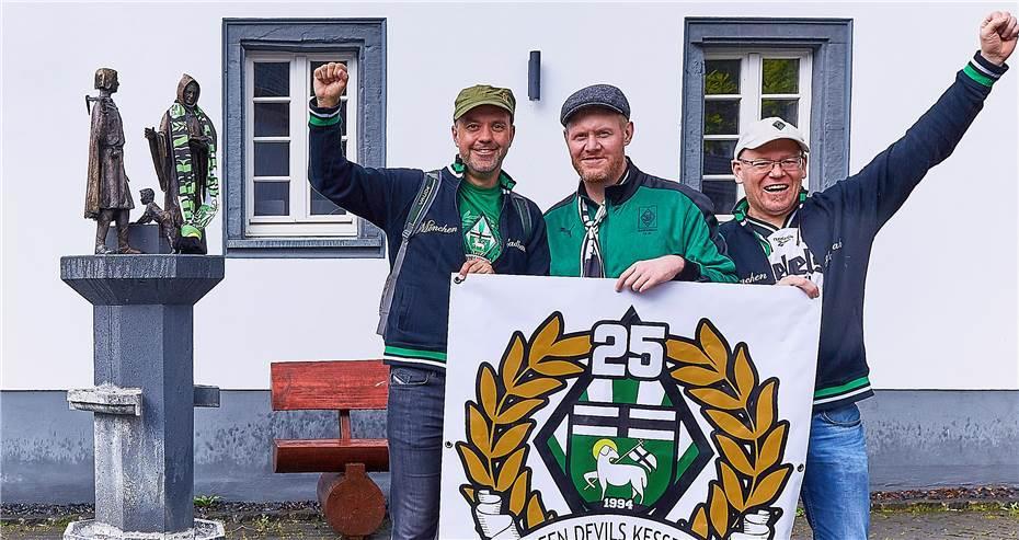 Bild der Meldung: Fanclub Green Devils Kesseling spendet für Kinderschutzbund