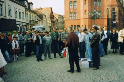 Stadt Perleberg | Verabschiedung eines Hilfstransportes auf dem Großen Markt 1996