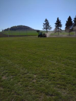 Foto zur Meldung: Sportplatz Regeneration in Dittersbach