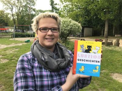 """Mandy Hemmerling liest aus """"Lustige Geschichten"""" von Wladimir Sutejew I Foto: Martin Ferch"""