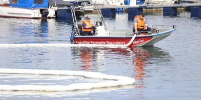 Bild der Meldung: Aus Boot ausgelaufen? Riesige Öllache auf Geiseltalsee sorgt für Aufregung