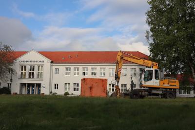 Vorschaubild zur Meldung: Arbeiten an den Außenanlagen der Carl-Diercke-Oberschule