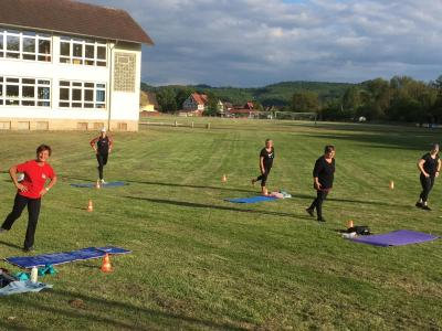 Vorschaubild zur Meldung: Style Your Body: Erstes Training im Freien